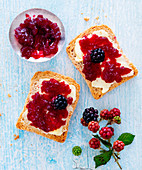 Melba toast with blackberry jelly