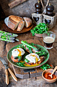 Poached egg asparagus toasts with smoked paprika