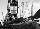 Dockers loading steel bars onto the Manchester Renown, 1964