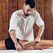 Anti-cellulite maderotherapy massage