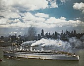 US troops arriving in New York on the Queen Mary,June 1945