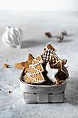 Lebkuchen mit Zuckerguss im Spankorb