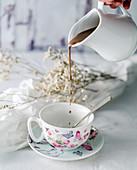 Pouring hot chocolat