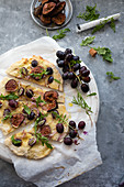 Pizza with grapes, figs and rosemary