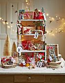 DIY-Adventskalender mit verpackten Geschenken