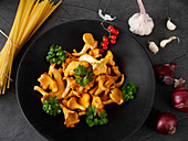 Ingredients for spaghetti dishes with chanterelle mushrooms