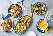 Pfannengerichte, Maissuppe mit Hähnchen, Blumenkohlgericht und Banh-Mi-Sandwiches