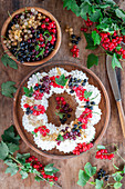 Currant meringue wreath
