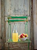 Naturtrüber Apfelsaft in einer Glaskaraffe