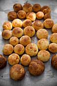 Sgonfiotti al grana (mini cheese balls, Italy)