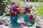 Sommersträuße aus Rosen, Prachtkerze, Flammenblume und Oreganoblüten