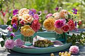Kleine Sträuße mit Rosen, Storchschnabel und Witwenblume
