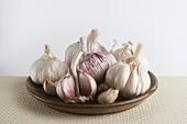 A plate of garlic