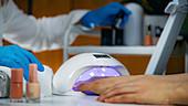 UV lamp for setting nails