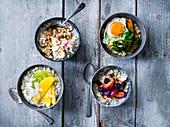 Porridge-Variationen: mit Banane und Apfel, mit japanischem Gemüse, mit Kokos und Limette und mit Pflaume und Rosine