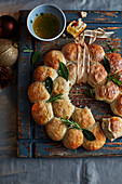 Tear-and-share garlic and cheese wreath