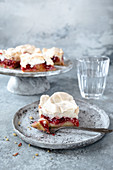Cake with plums and meringe