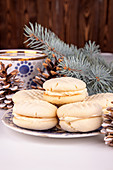 Cream-filled Christmas biscuits