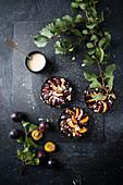 Vegan plum tartelettes with almonds