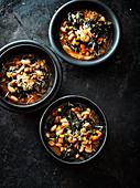 Winter-Minestrone mit Bohnen und Cavolo Nero