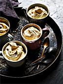 Butterscotch-Mousse mit einer Prise Salz