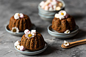 Poppy mini cakes