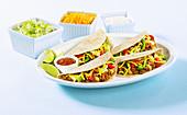 Tacos mit Rinderhackfleisch und Toppings
