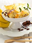 Banana strudel with raisins