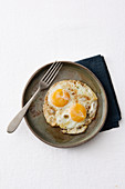 Fried eggs with sherry butter