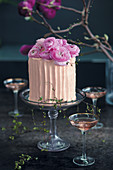 Sparkling rosé and strawberry cake with flowers