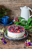 No bake cheescake with berry jelly