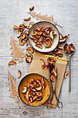 Getrocknete Apfelspalten als weihnachtliche Knabberei