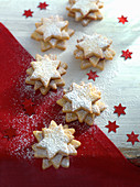 Currant cookies with icing sugar