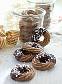 Chocolate rings with allspice