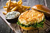 Cheeseburger with potatoes and yoghurt sauce