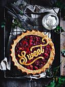 Rhabarber-Ingwer-Pie mit Aufschrift