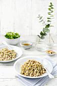 Farro-Risotto mit Lauch und gerösteten Haselnüssen