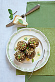 Artichokes with peppermint and caper bread filling