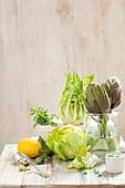 Gemüsestilleben mit Artischocken und Hülsenfrüchten