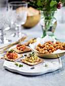 Crackers with beancream and spicy chickpeas