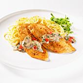 Hähnchenschnitzel mit Pilzsauce und Spaghetti