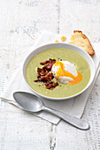 Cardi cream soup with a poached egg and bacon