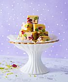 Vanille-Fudge mit Pistazien und Cranberries