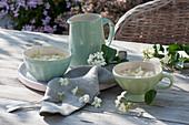 Tee aus Jasminblüten