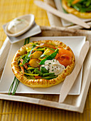 Vegetable tartlets with salmon and crème fraîche