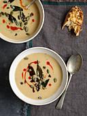 Knollensellerie-Apfel-Suppe mit Kürbiskernen