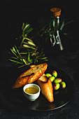 Olivenöl Extra Vergine, Oliven und Röstbrot (Spanien)