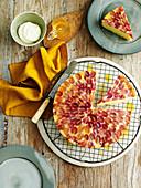 Olivenölkuchen mit roten Trauben