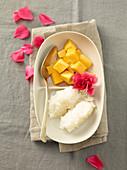 Kaoneo mamung (coconut rice with mango, Laos)