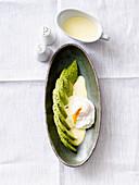 Eggs Benedict mit Avocado